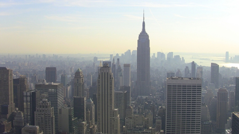 AIR-New_York_City_skyline,_end_of_day,_2011.jpg