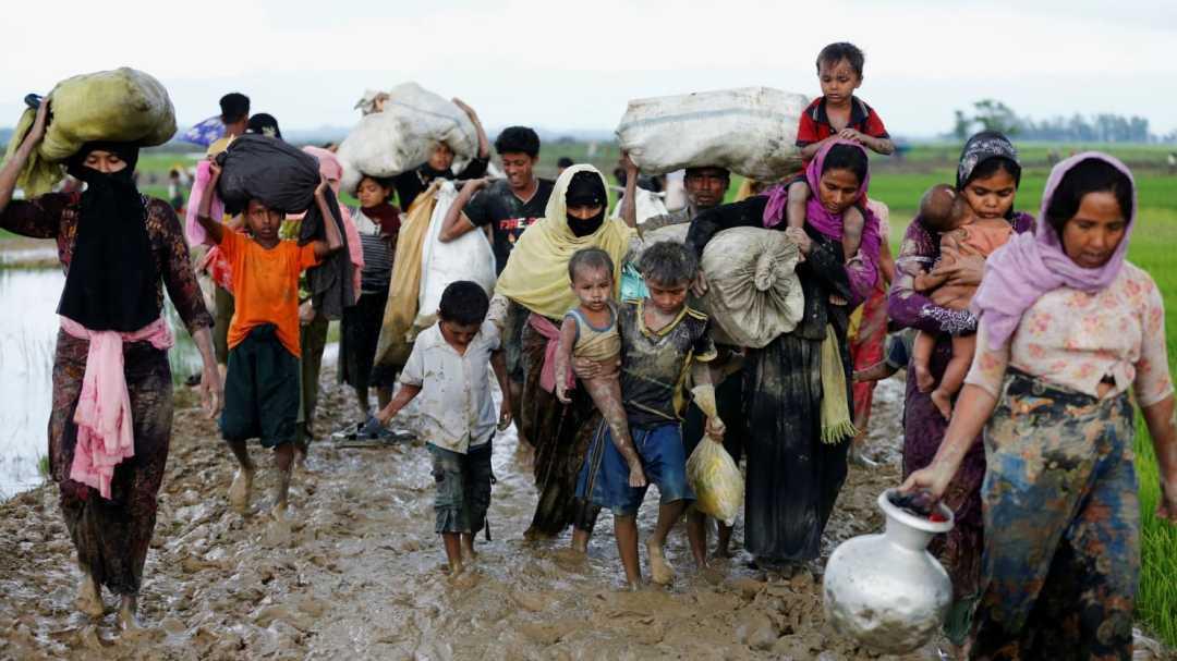 170902-myanmar-rohingya-refugees-fleeing-cheat_jqcnpk.jpg