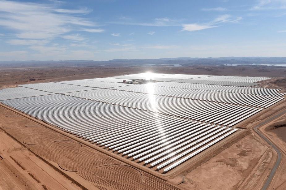 massive-solar-power-plant-noor-opens-morocco-sahara-desert-01