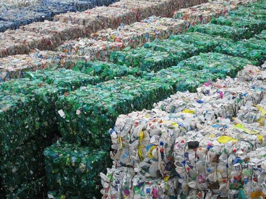 http---www.mrw.co.uk-pictures-586xAny-5-8-4-1302584_Bales_of_plastic_for_recycling.jpg