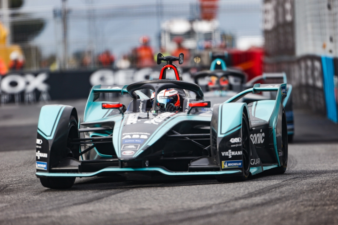9tro-mitch-evans-wins-first-formula-e-race-for-panasonic-jaguar-racing-in-rome-2.jpg