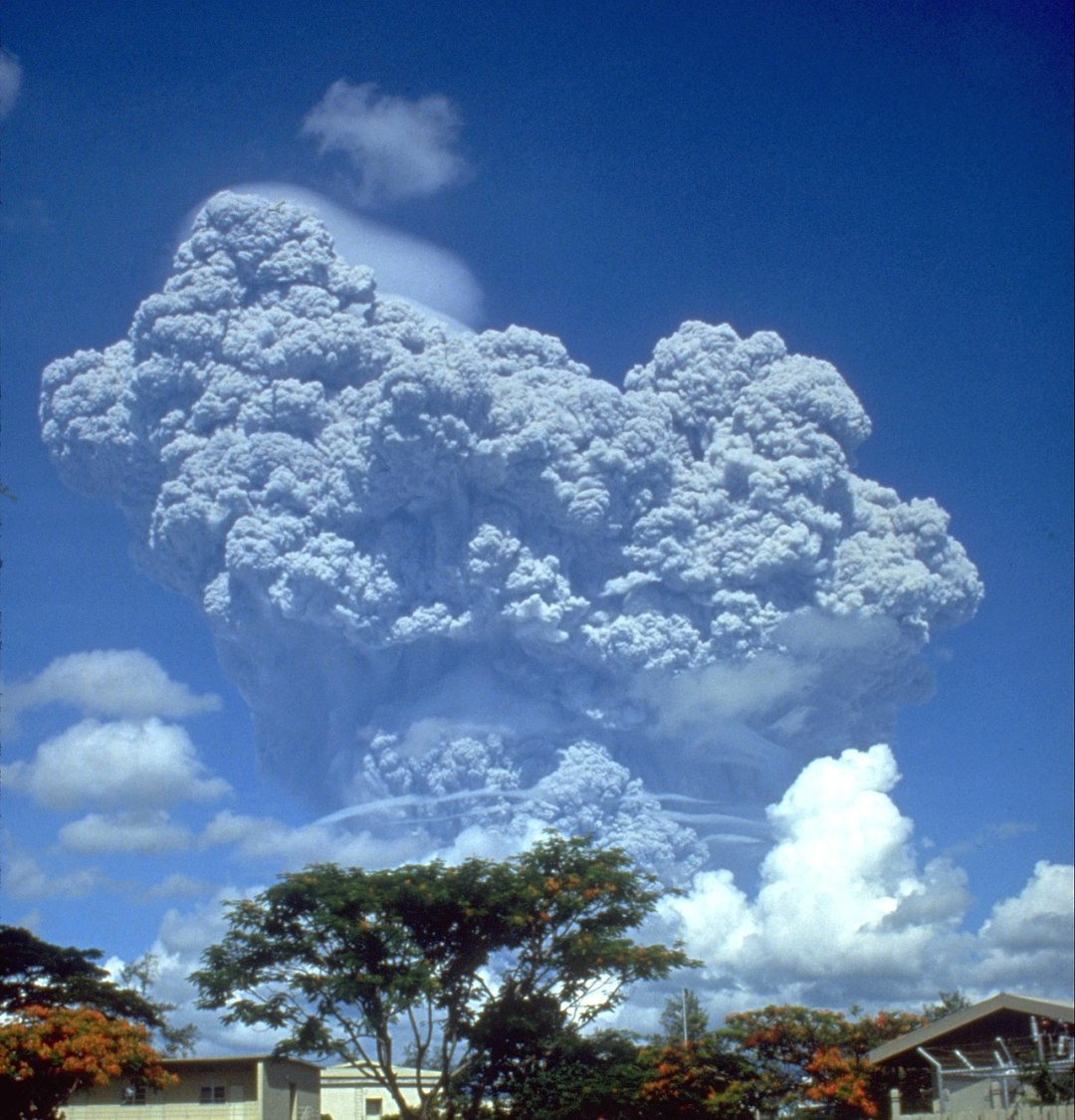 1280px-Pinatubo91eruption_clark_air_base.jpg